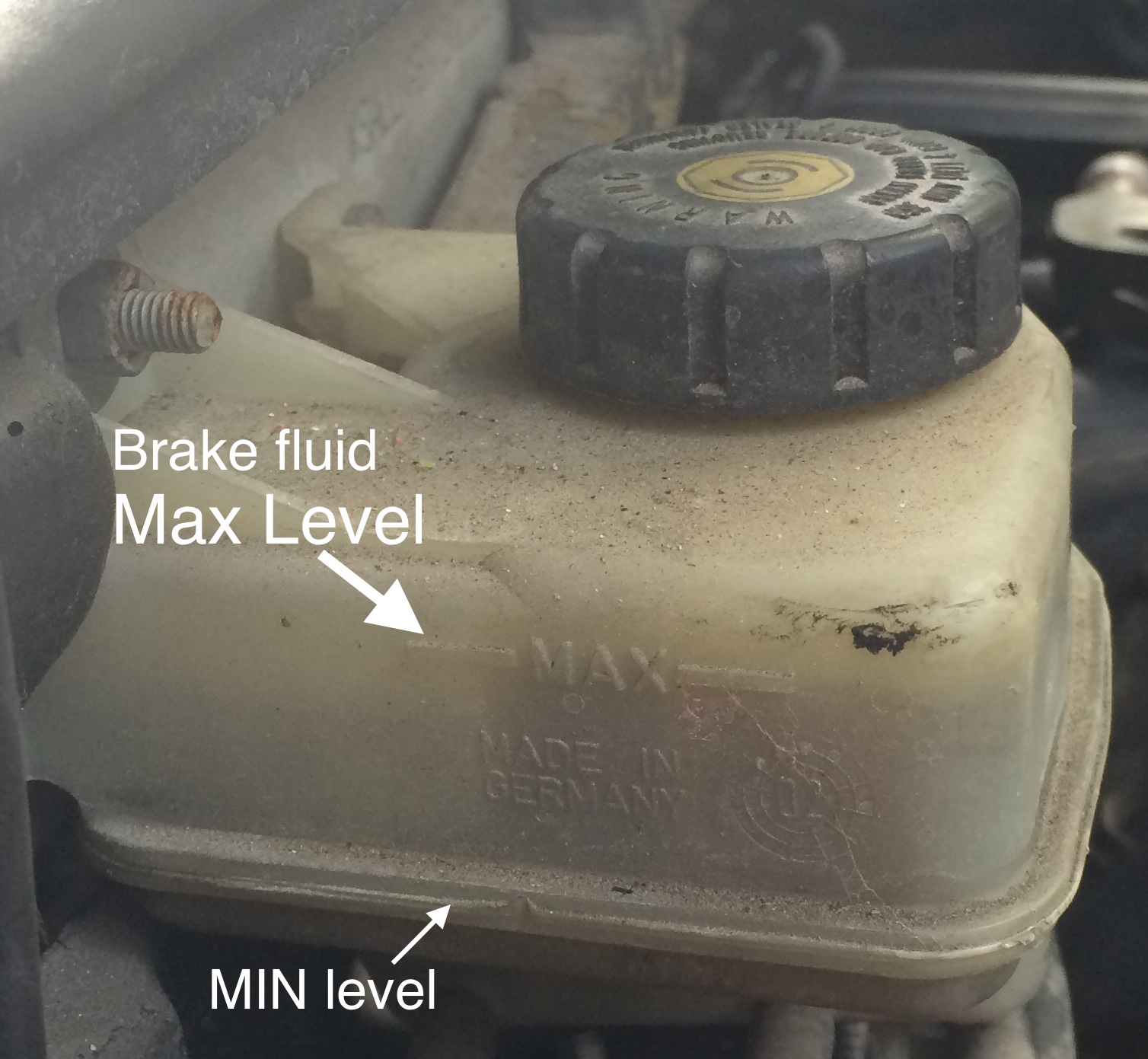 Brake fluid reservoir max level