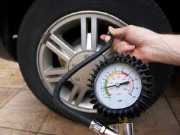 Tyre with pressure gauge